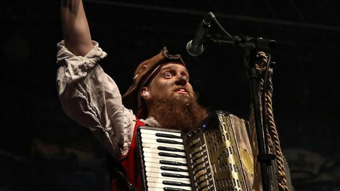 Mr. Hurley und die Pulveraffenbeim Zeltfestival Rhein-Neckar