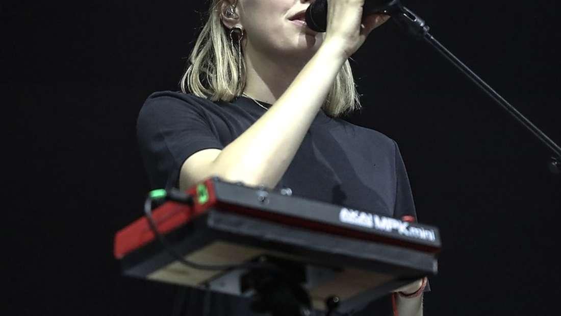Die Band Glasperlenspiel und die Sängerin Lea bezaubern das Publikum beim Zeltfestival.