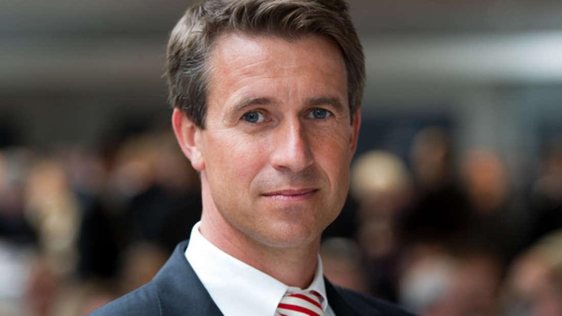 Zwar hat Stefan Quandt wie seine Schwester Susanne Klatten ein großes Vermögen von seinem Vater geerbt, doch darauf ruht er sich nicht aus. So besitzt er 25,6 Prozent an der BMW Gruppe sowie Anteile an diversen Unternehmen. Außerdem sitzt er im Aufsichtsrat des Automobilherstellers. Geschätztes Vermögen: 23,1 Milliarden Euro.