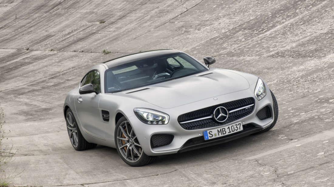 … auf der Straße zieht er mit seinem Mercedes AMG GT die Blicke auf sich.