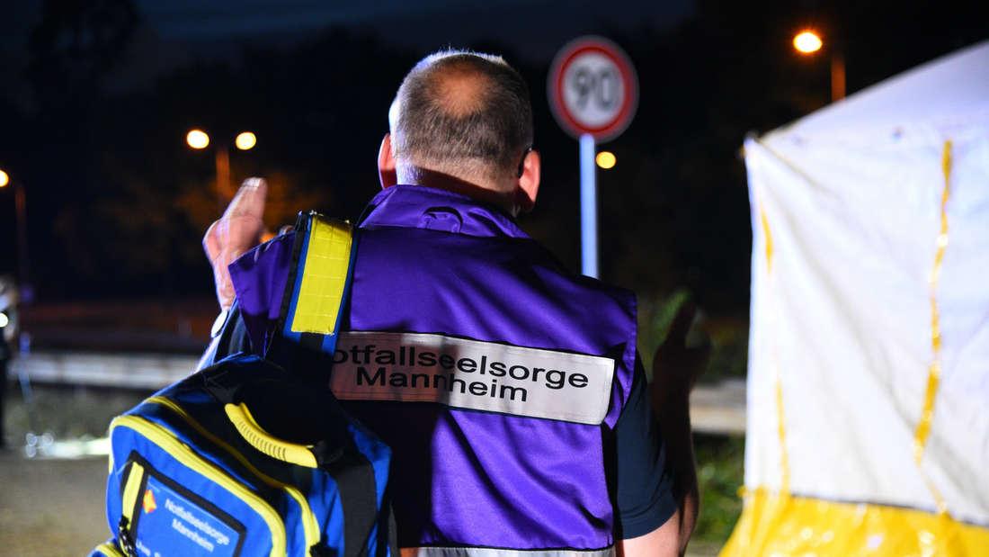 Insgesamt betreuen fünf Notfallseelsorger die Angehörigen und Unfallbeteiligten.