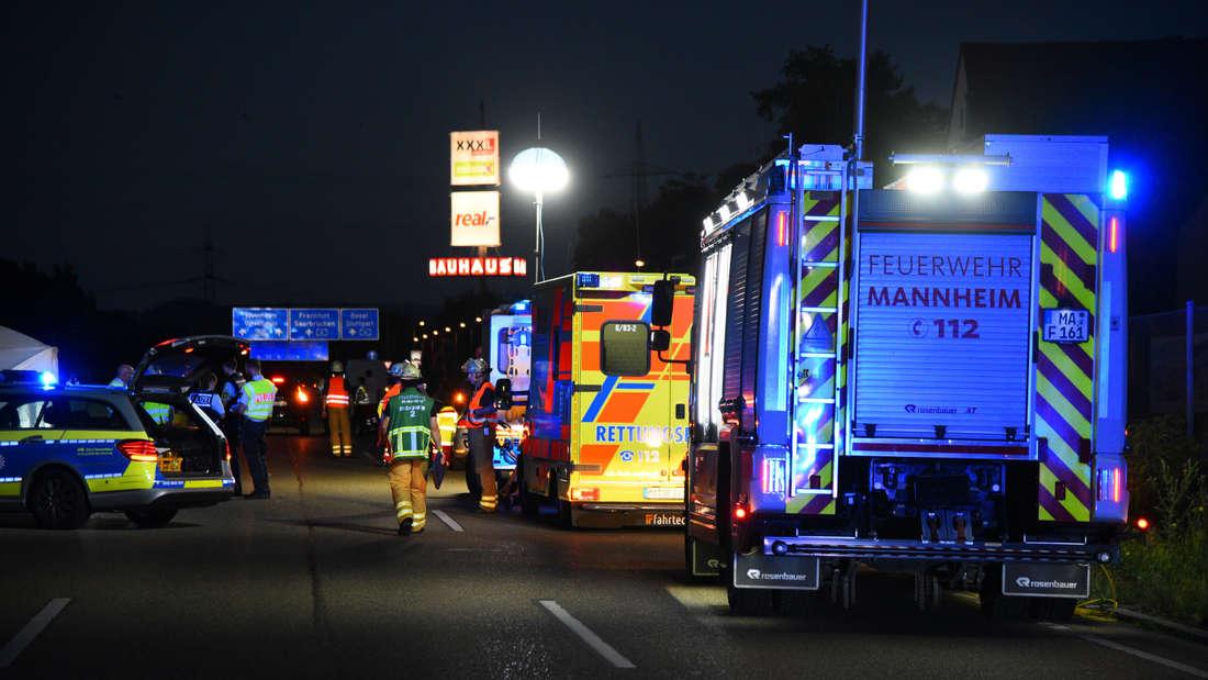 Ein Motorradfahrer (22) verunglückt tödlich auf der B38 bei Mannheim-Vogelstang.