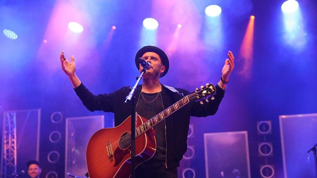 Johannes Oerding und 'Tonbandgerät' beim 3. Zeltfestival auf dem Maimarktgelände.