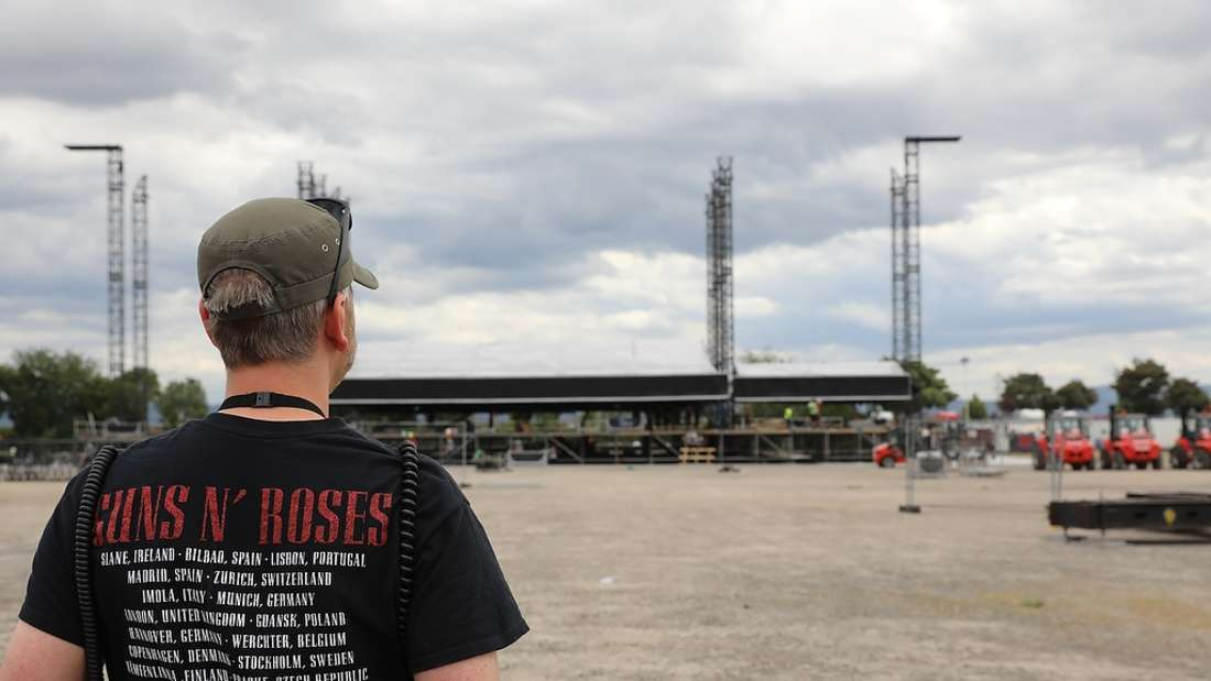 Die Vorbereitungen für Guns N' Roses laufen auf dem Maimarktgelände auf Hochtouren.