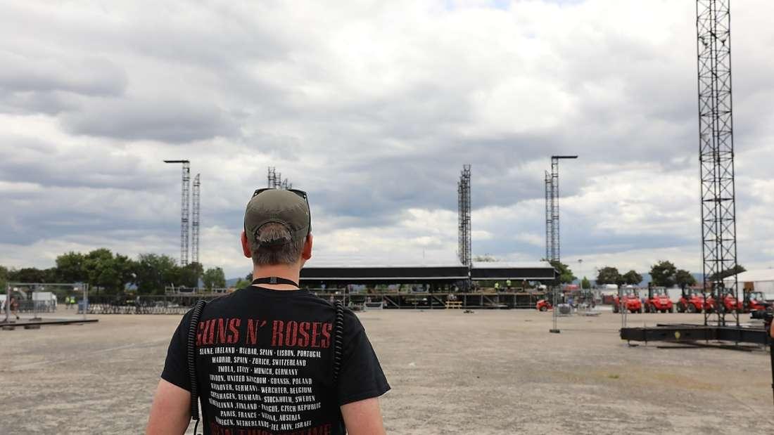 Der Aufbau für das Rock-Spektakel des Jahres beginnt: Guns N' Roses geben am Sonntag ein Konzert auf dem Maimarktgelände.