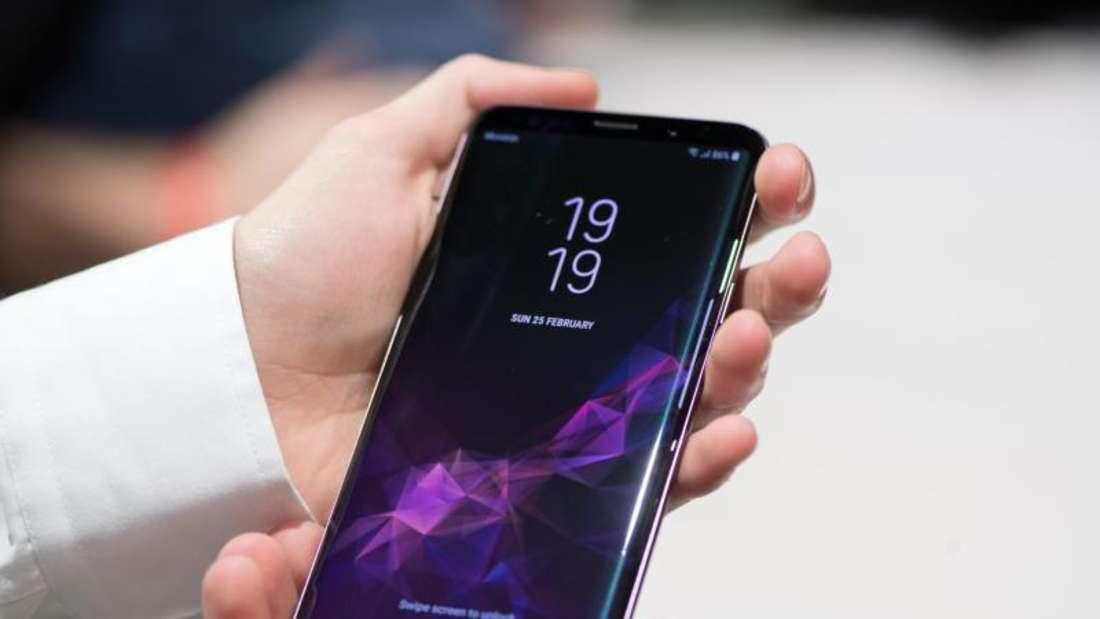 Mit der App «Phone Info Samsung» können Nutzer herausfinden, wo und wann das eigene Samsung-Handy zusammengebaut wurde. Foto: Andrea Warnecke