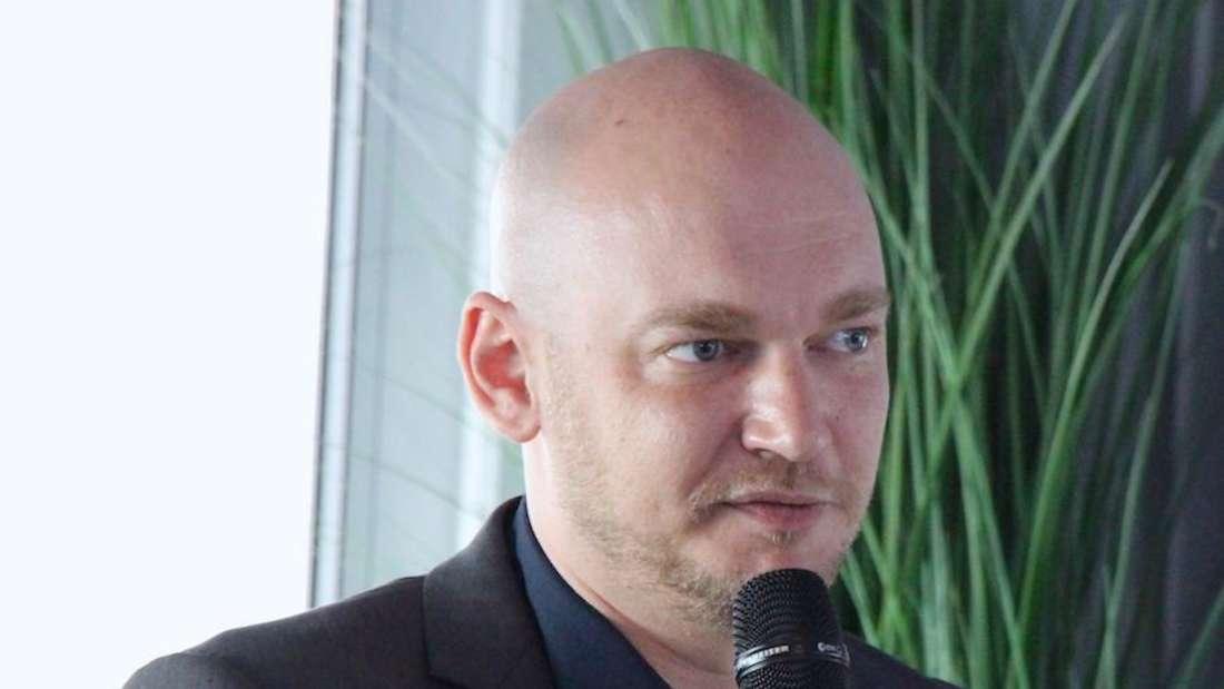Waldhof-Geschäftsführer Markus Kompp hat sich bei der Trikotpräsentation am Mittwoch zum drohenden Punktabzug geäußert.