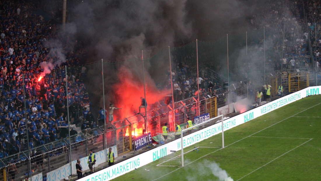 Das Aufstiegsrückspiel gegen den KFC Uerdingen ist abgebrochen worden.