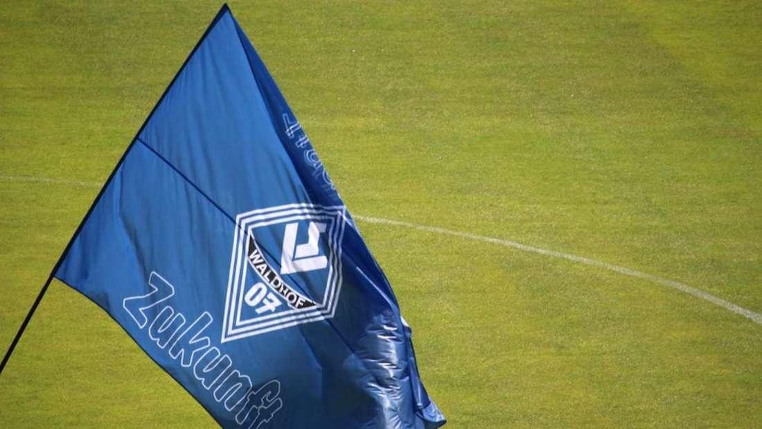 Der SV Waldhof Mannheim startet mit drei Minuspunkten in die neue Saison.