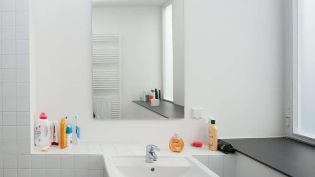Sie wollen, dass Ihr Bad auch so sauber ist? Der Ceranfeldschaber hilft weiter.