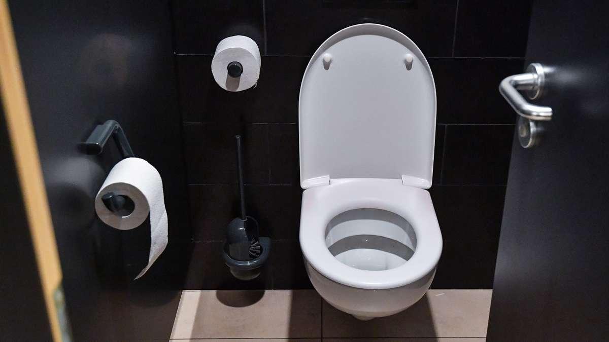 toilette abfluss reinigen mit diesem trick beseitigen sie. Black Bedroom Furniture Sets. Home Design Ideas