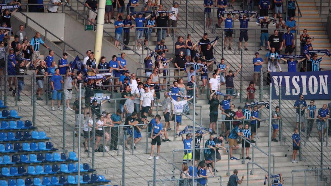 Aktuell stehen die Waldhof-Fans in den Blöcken F, G, H.
