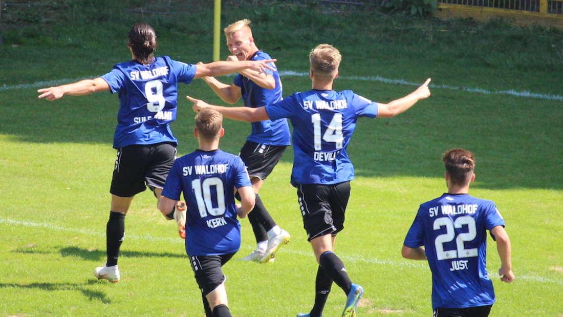 Valmir Sulejmani trifft zum 1:0 gegen Freiburg II.