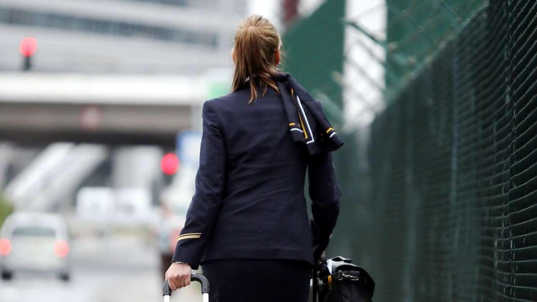 Als Flugbegleiterin erlebt man so einiges an Bord eines Flugzeugs. (Symbolbild)