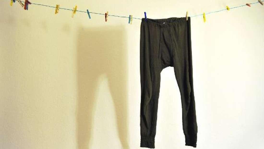 Man möchte nicht glauben, was beim Waschen schwarzer Kleidung alles schief gehen kann - schon bei den Temperaturen.