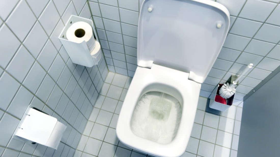 Auf der Toilette will man eigentlich etwas Privatsphäre - nicht so in einer Wohnung in Missouri (Smybolbild).