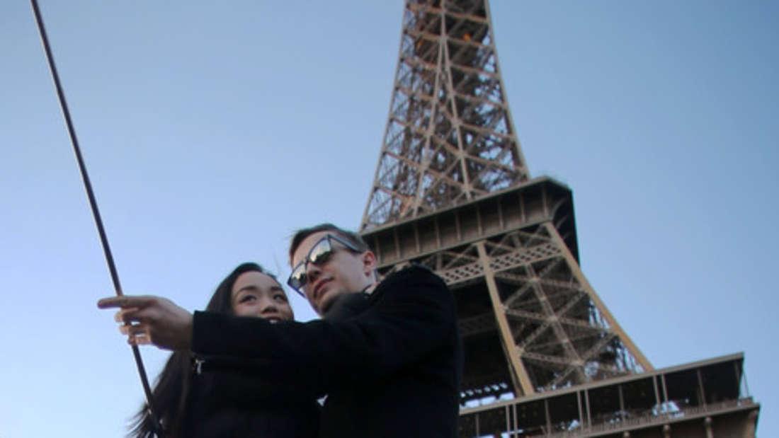 Ein Schnappschuss vor dem Eiffelturm - ein Klassiker. Auf Instagram tummeln sich mittlerweile allerdings so einige Klassiker.