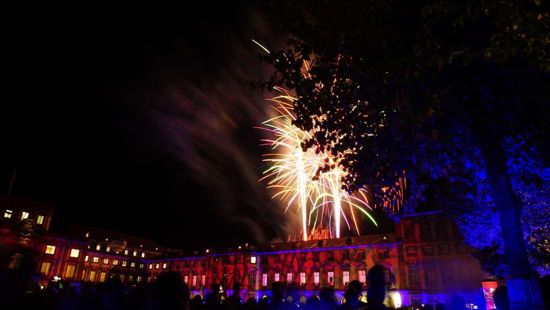 Tausende Besucher feiern das Schlossfest auf dem Gelände des Universität Mannheim!