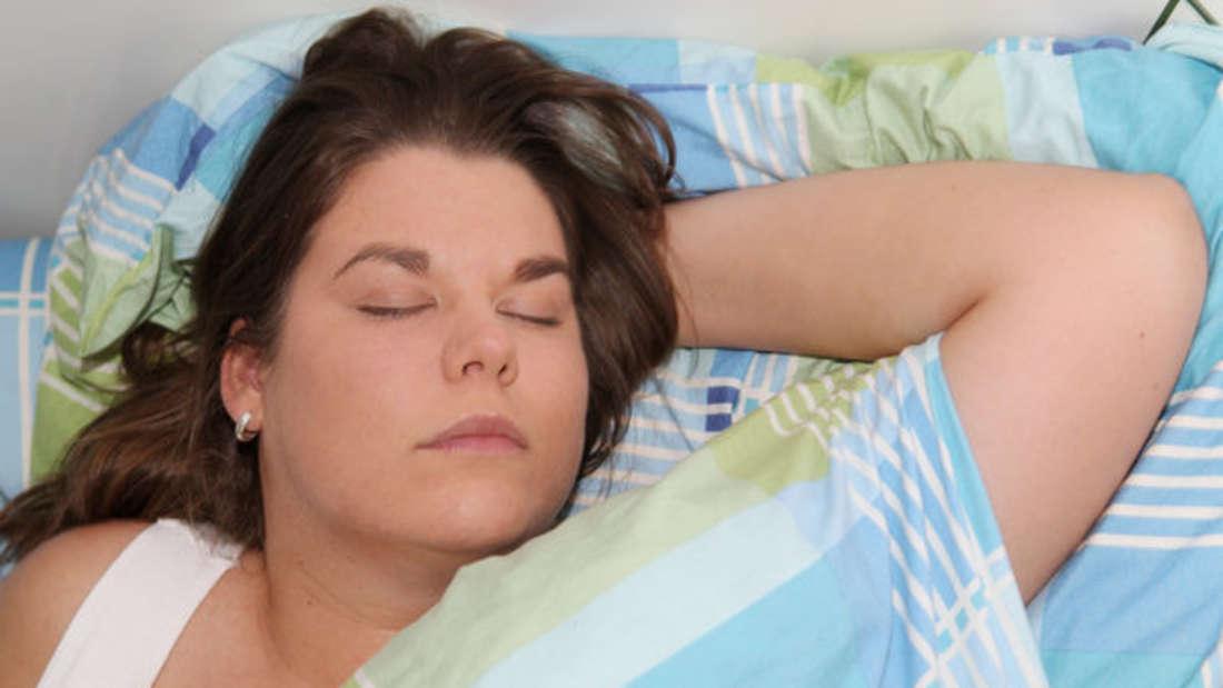 Für einen geruhsamen Schlaf braucht es ein fluffiges Kopfkissen - dafür muss es allerdings richtig gewaschen werden.