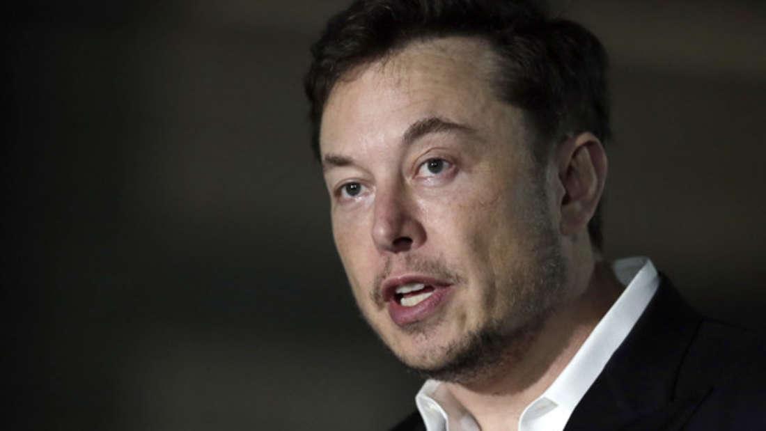 E-Auto-Genie, Weltraum-Pionier und Weltverbesserer: Elon Musk (geschätztes Vermögen: 20 Milliarden Dollar) gilt als Wunderkind der Startup- und Tech-Branche. Der -Workaholic soll eigenen Angaben zufolge 100 bis 120 Stunden pro Woche arbeiten. Dafür verdient er auch stolze 684.931 Euro in der Stunde.