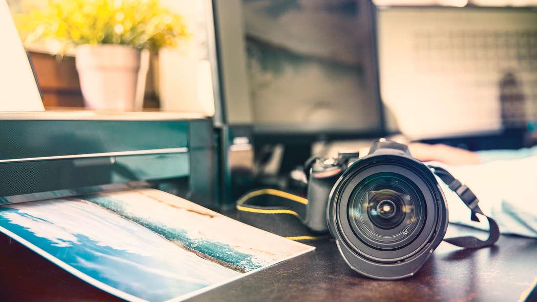 Auch wenn die absolute Majorität aller weltweit geschossenen Fotos mittlerweile digital entsteht, gibt es trotzdem noch genug Gründe, sie herrlich old-school zu Papier zu bringen. Doch wie geht's am besten?