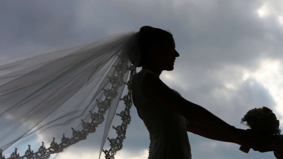 Auf jedes Brautpaar wartet so mancher Hochzeitsstreich - doch dieser hat sich gewaschen.