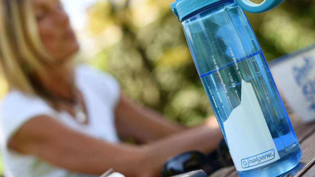 Um Trinkflaschen zu reinigen, brauchen Sie nur ein Hilfsmittel - Reis.