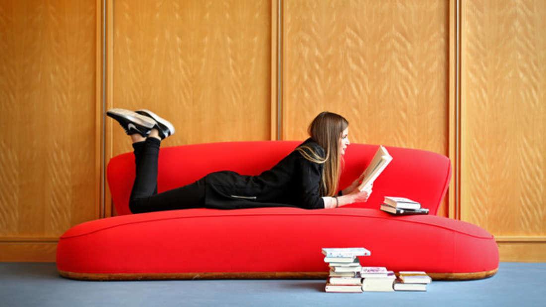 Samt ist wieder hochgefragt, was Möbel angeht - aber ist es auch genauso zu Reinigen?