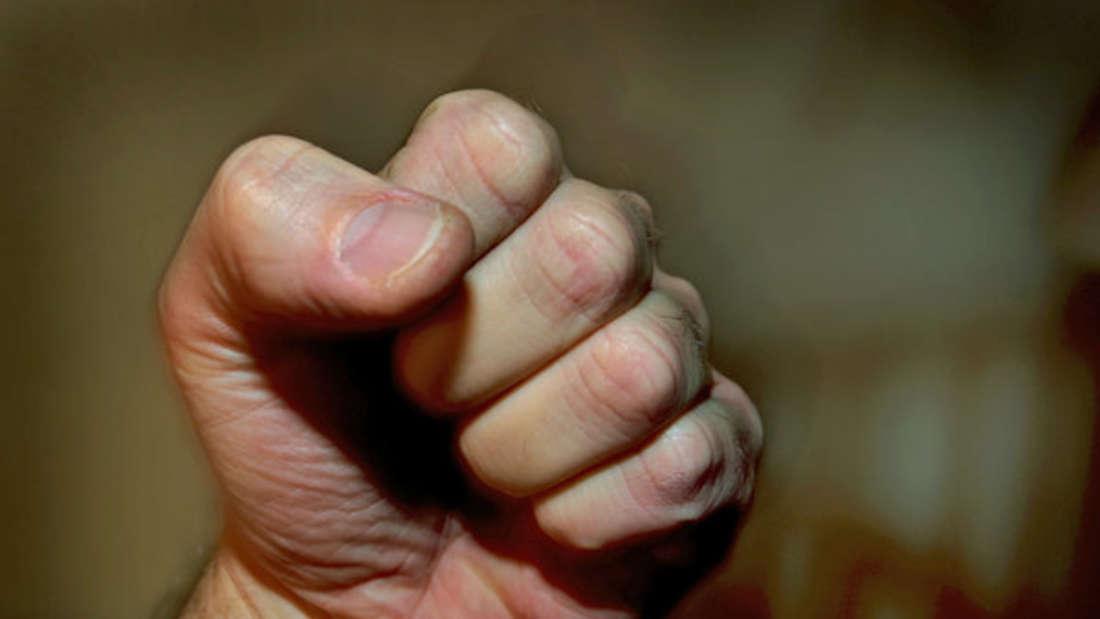 Mann nach Kneipenbesuch zusammengeschlagen und ausgeraubt (Symbolfoto)
