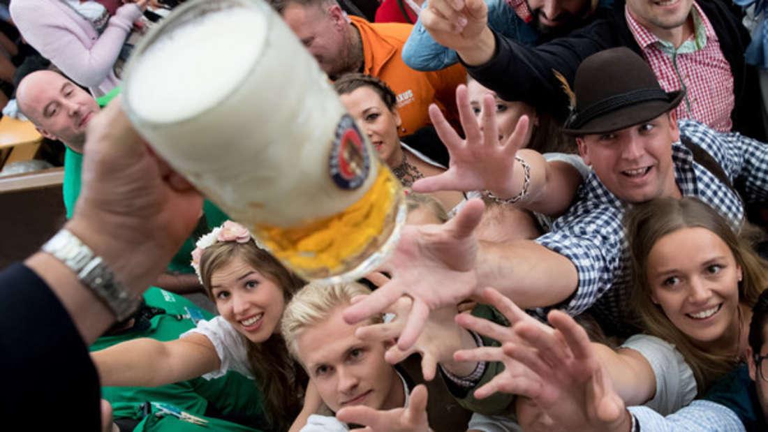 Bier kann man nicht nur trinken, sondern auch richtig absahnen - wie das geht, erfahren Sie hier.