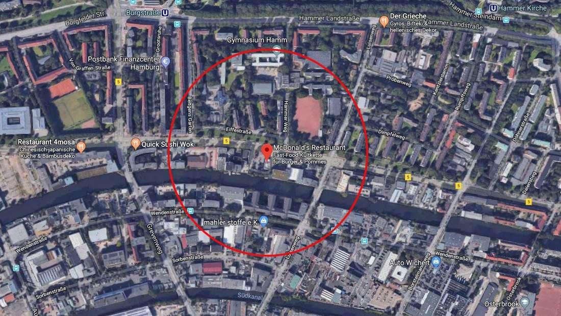 In Hamburg fiel eine Frau vor einer McDonald's-Filiale in einen ungesicherten Schacht und verletzte sich dabei schwer.