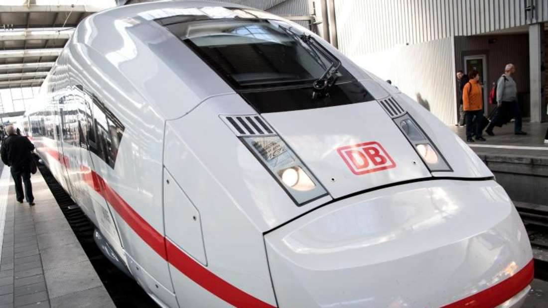 Auf welchem Gleis fährt mein Zug ab? Und erreicht man dieses auch mit dem Fahrstuhl? Die App «DB Barrierefrei» soll eine digitale Hilfe im Bahnverkehr sein. Foto: Sven Hoppe