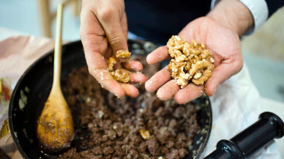Nüsse enthalten gesunde Fette und Ballaststoffe und machen sie deshalb zum perfekten Bestandteil herzgesunder Ernährung.