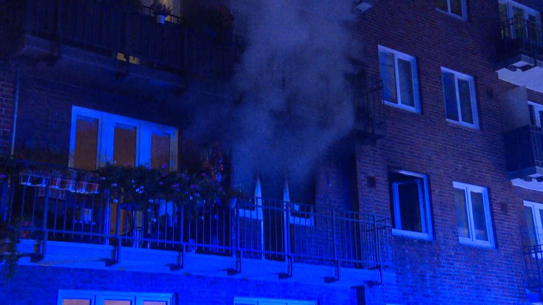 In Hamburg/Hoheluft-West wurde eine Wohnung zur regelrechten Flammen-Hölle, in der die Bewohner gefangen waren - zwei geschulte Feuerwehr-Männer kollabierten