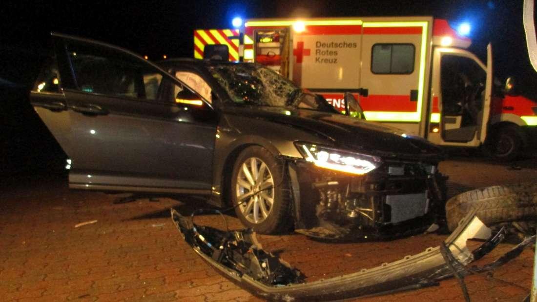 Stade: Tödlicher Unfall in Drochtersen - VW Passat schleudert Deich hinunter.