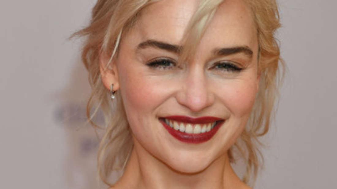 """Kaum etwas ist zur achten Staffel von """"Game of Thrones"""" bekannt. Ein Foto - auf dem untere anderem Emilia Clarke als Daenerys Targaryen zu sehen ist - gibt nun kleine Hinweise."""