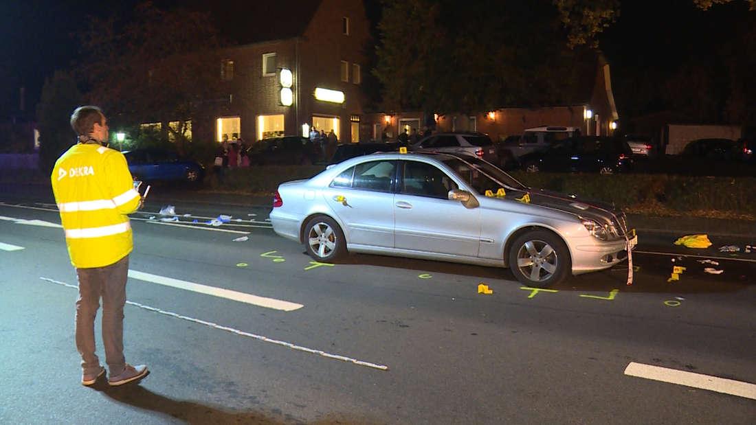 Lebensgefährlich verletzt wurde ein Frau als sie mit ihrer Enkelin im Dunkeln die Landstraße L213 überqueren wollte und von einem Mercedes erfasst wurde.