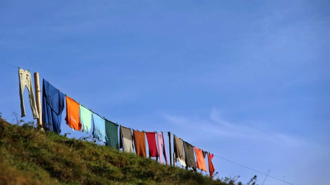Polyester ist ein beliebtes Material - und lässt sich auch gut waschen.