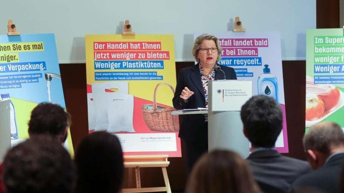 Svenja Schulze stellt auf einer Pressekonferenz im Bundesumweltministerium ihren Fünf-Punkte-Plan für weniger Plastik und mehr Recycling vor. Foto: Wolfgang Kumm