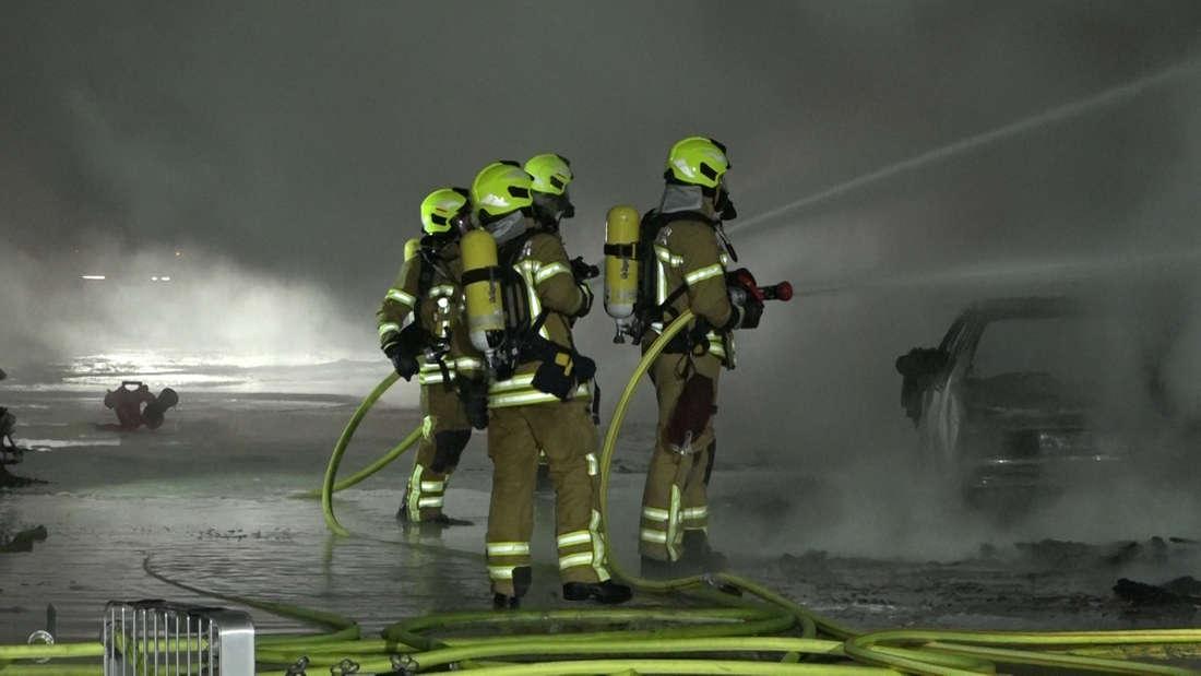 In einer Auto-Werkstatt in Hannover-List brach ein Groß-Feuer aus. Als die Flammen auf die Gas-Flaschen übergriffen, drohte durch die Explosionsgefahr ein ein wahres Inferno.