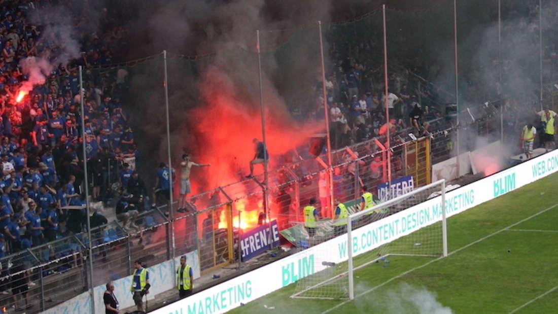 Beim Aufstiegsrückspiel in Mannheim kommt es zum Spielabbruch.