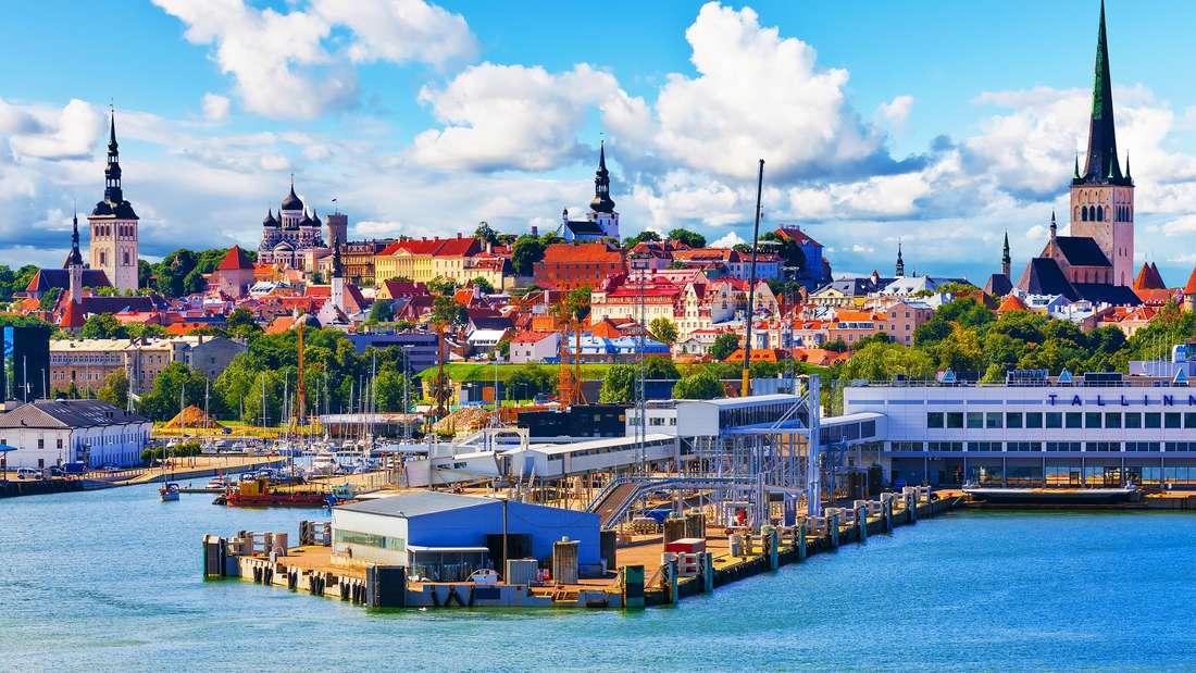 Im August mit dem Kreuzfahrtschiff entlang der Ostsee unterwegs.