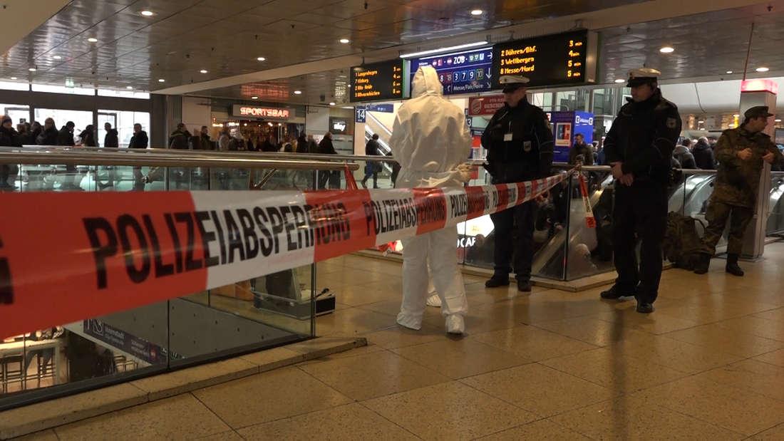 Am Hauptbahnhof Hannover eskalierte der Streit zwischen zwei Männern und es kam zu einem Messer-Angriff, der in einem Blut-Bad endete.