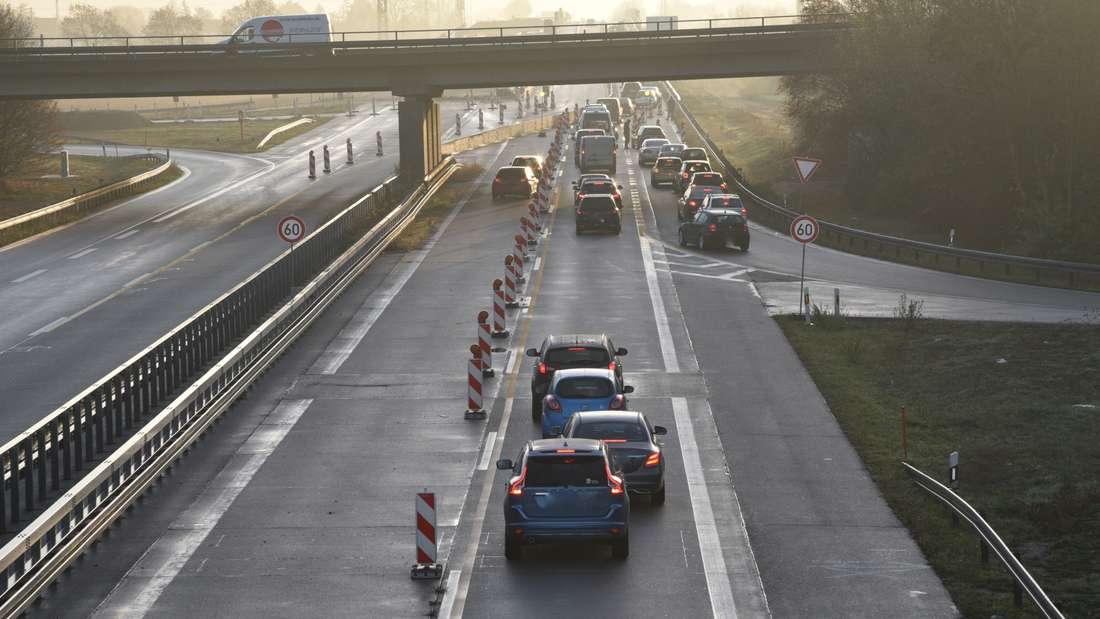 Autofahrer wenden nach Unfall auf A656 und fahren in falsche Fahrtrichtung über die Autobahn