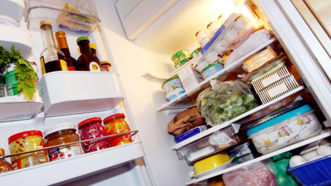 Üble Gerüche im Kühlschrank lassen sich ganz einfach im Zaum halten.