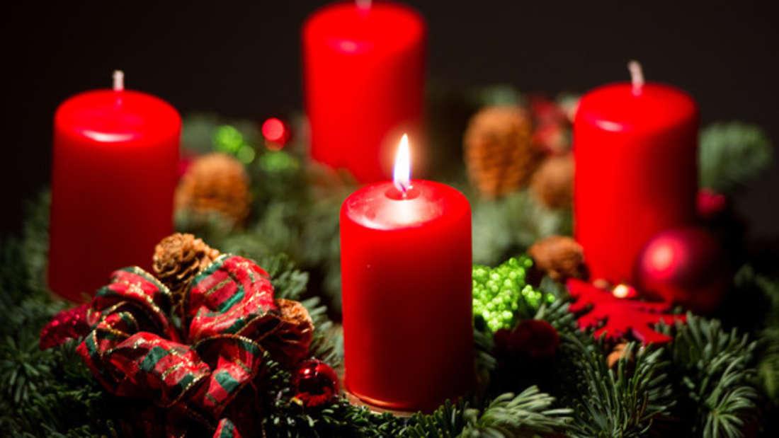 Besonders der Adventskranz stellt in der Weihnachtszeit eine Brandgefahr dar.