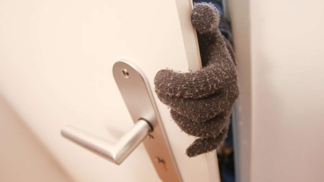 Einbrecher verwenden einen einfachen Trick, um Haustüren zu öffnen.