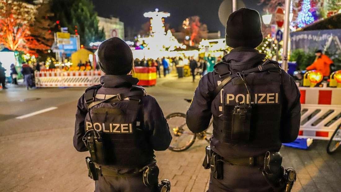 Polizei sichert den Karlsruher Weihnachtsmarkt mit Maschinengewehren.