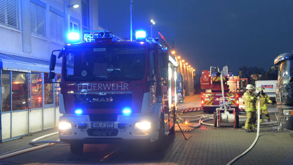 Brand in Recyclingfirma auf Friesenheimer Insel.