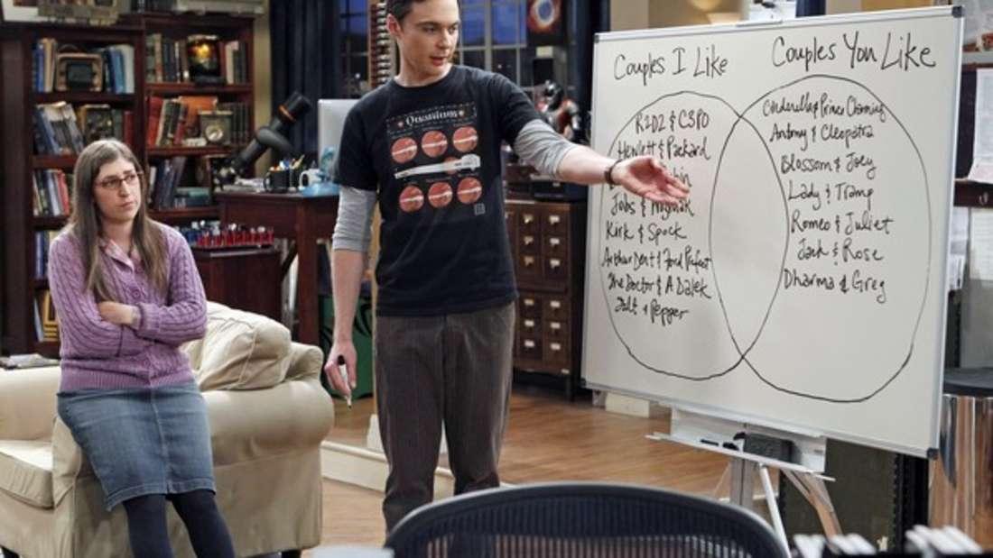 """Ein Hang zu Listen: Nicht nur eine Beziehungsrahmenvereinbarung, auch eine Mitbewohnervereinbarung erleichtern Sheldon Cooper in der Serie """"The Big Bang Theory"""" das Leben."""